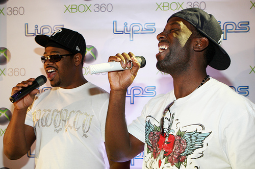 Nathan Morris & Shawn Stockman of Boyz II Men playing Lips on Xbox 360