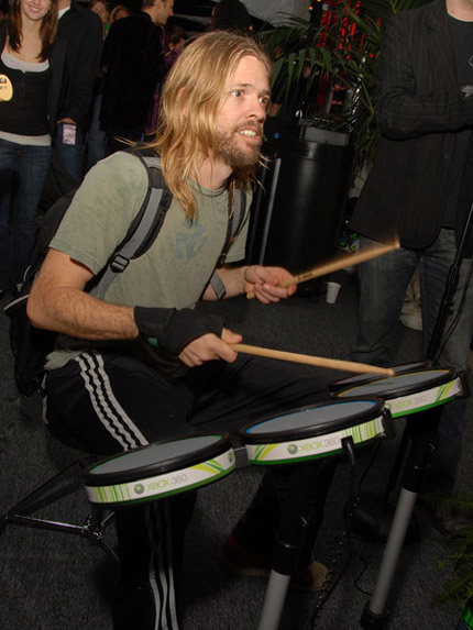 Taylor Hawkins jams on Rock Band at the Grammy awards